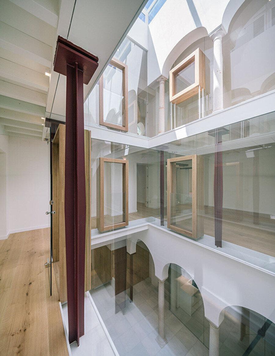 1. kattan galeriye bakış.