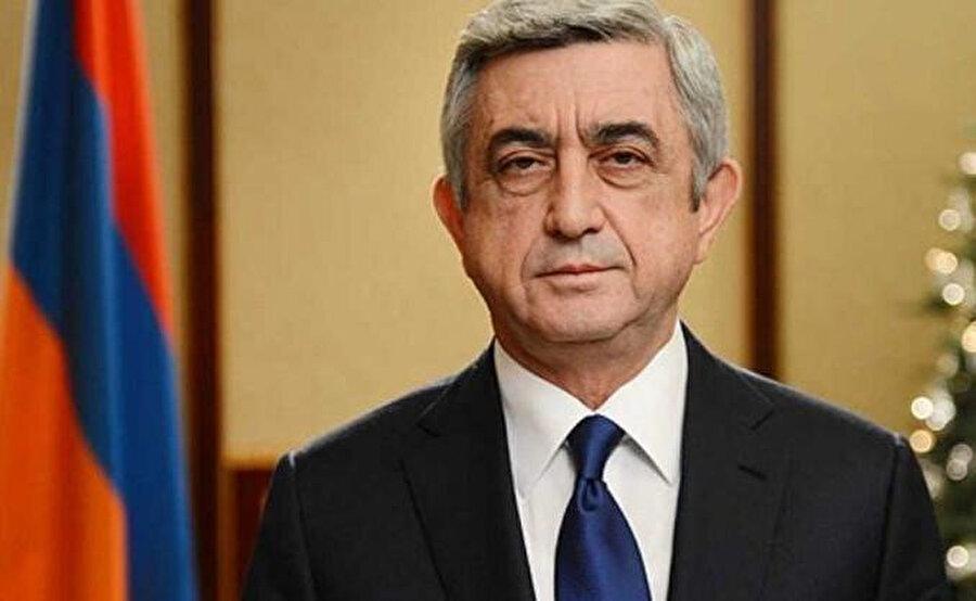Hocalı soykırımı işleyen Karabağ'daki Ermeni çetelerine reislik eden isim, 2008-2018 yılları arasında Ermenistan cumhurbaşkanlığı yapacak olan Serj Sarkisyan'dı.