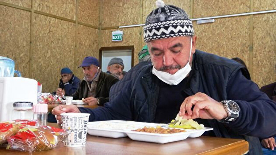Aykan Gözeri Bursa'da erkek barınma evinde kalıyor