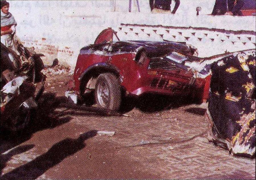 Azzam, yol üzerine yerleştirilen 20 kilogram ağırlığındaki TNT kalıbının uzaktan kumandayla patlatılması sonucu öldü.