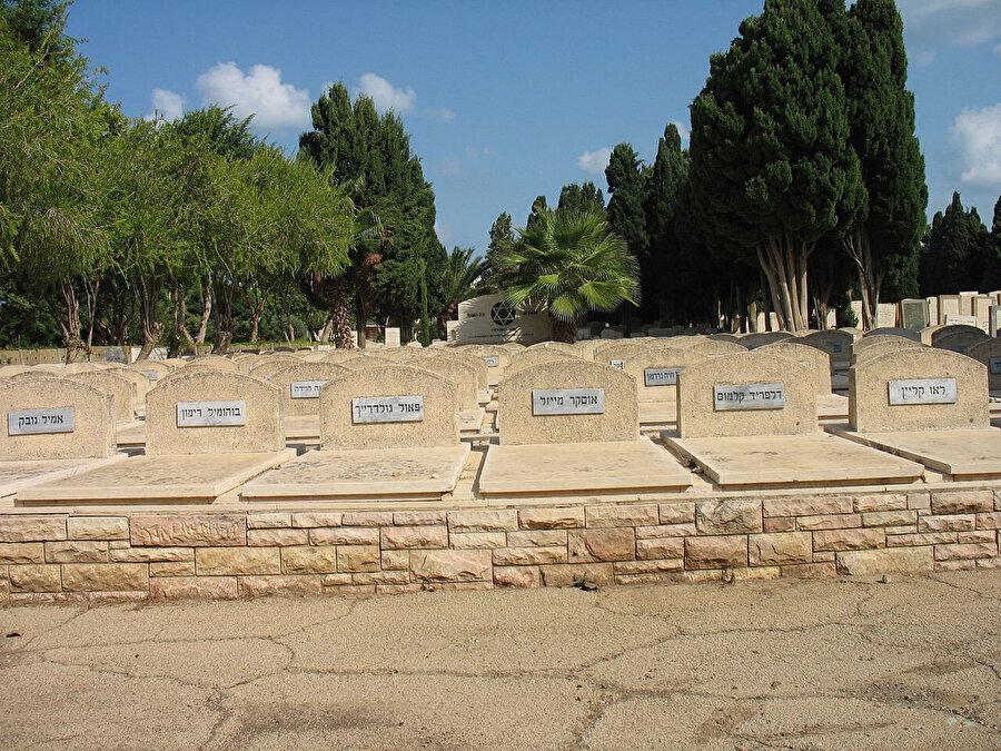 Patria'da ölenlerin mezarları.