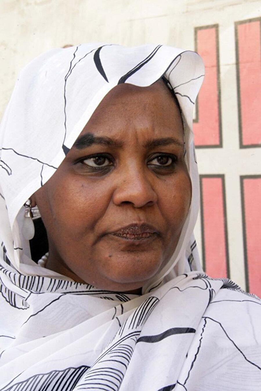 Sâdık el Mehdî'nin kızı Meryem el Mehdî, Ümmet Partisi'nin yöneticilerinden.