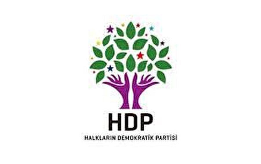 Daha önce HDP'yi PKK'nın yanına konumlandırdığını söyleyen Meral Akşener'in bu parti ile Anayasa pazarlığına tutuşması, İYİ Parti'yi temellerinden sarstı.