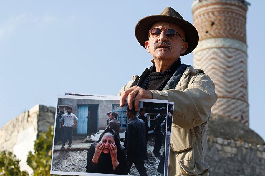 Deghati, o dönemde morgun bulunduğu caminin önünde, bazı kişilerin günlerce kayıplarını beklediğini belirtti.