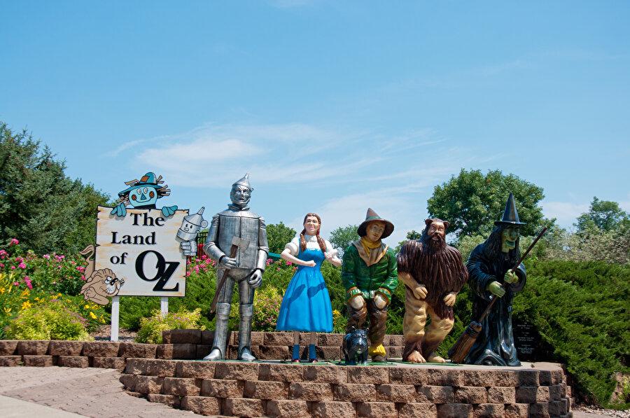 Oz Büyücüsü'nün karakterleri
