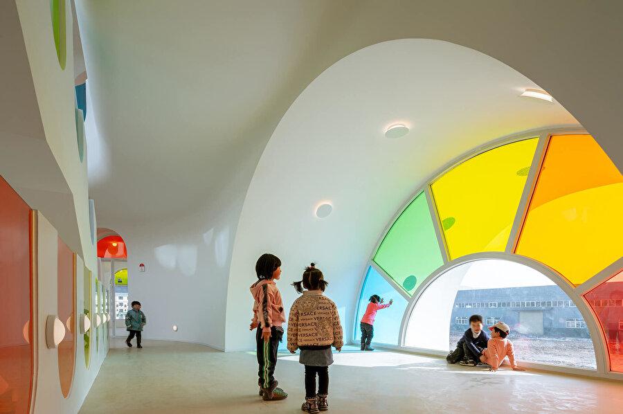 Basit geometrik şekiller, çocuklar için verimli bir öğrenme ortamı oluşturuyor.