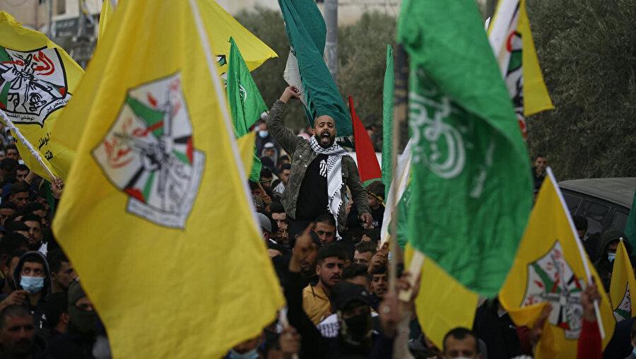 Törende Filistinliler ile köyün girişinde kontrol noktası kuran İsrail askerleri arasında olaylar çıktı.