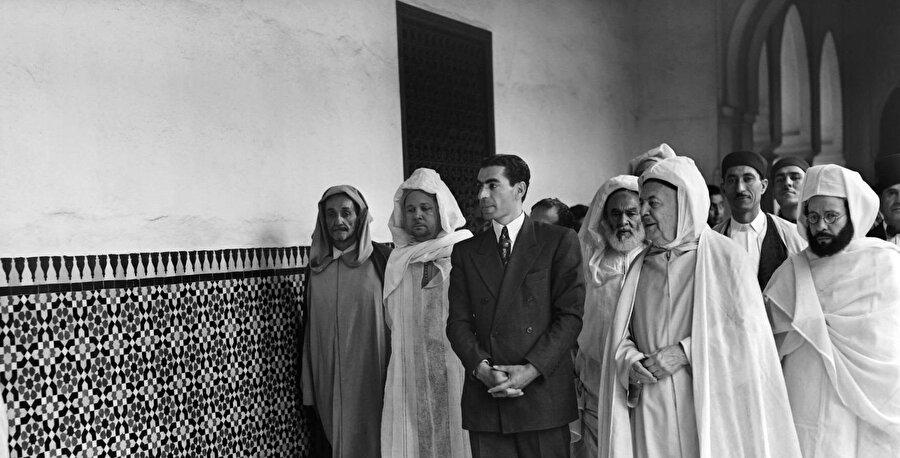 İran Şahı Muhammed Rıza Pehlevi, Paris Camii'ni ziyareti sırasında, 1948.