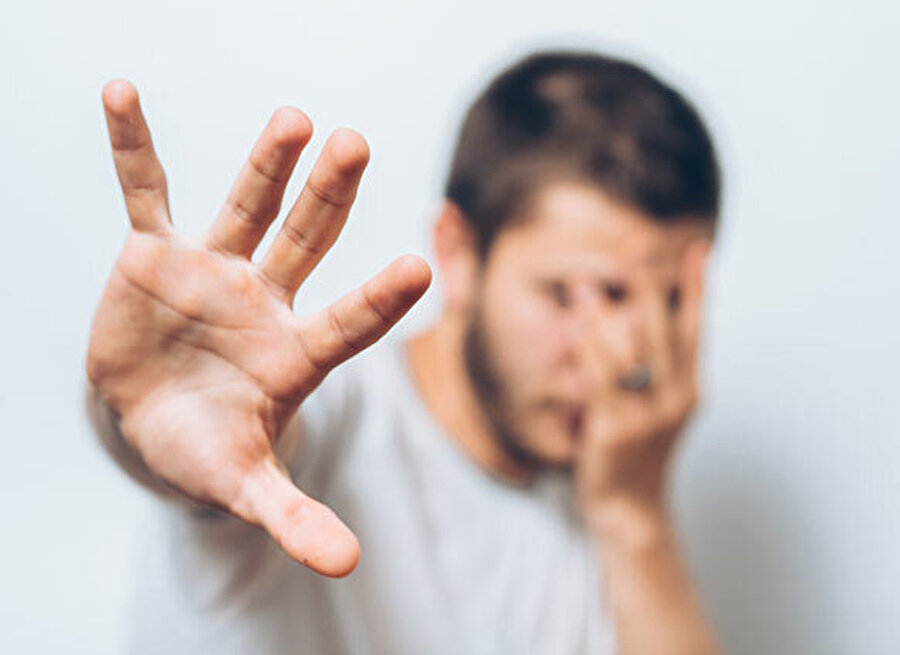 Bir kere korkunun varlığı ve kişi için geçerliliği, insanı küçültücü bir vaziyet arzeder.