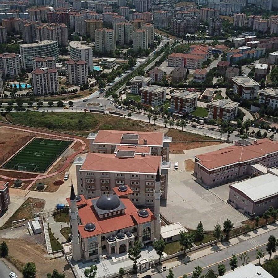 Pendik Ömer Çam Anadolu İmam Hatip Lisesi'nde başarılı bir Arapça programı uygulanıyor.