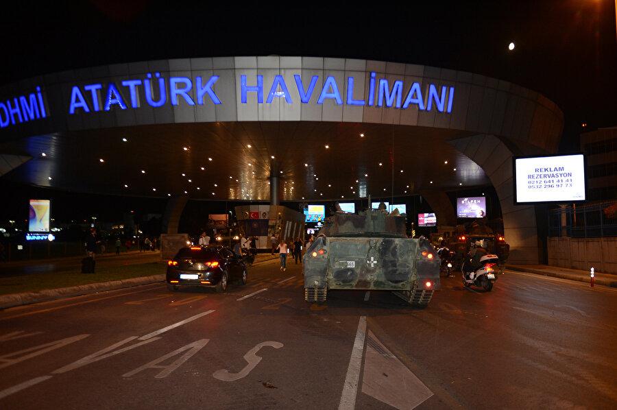 Atatürk Havalimanı da, darbecilerin hedefindeydi.