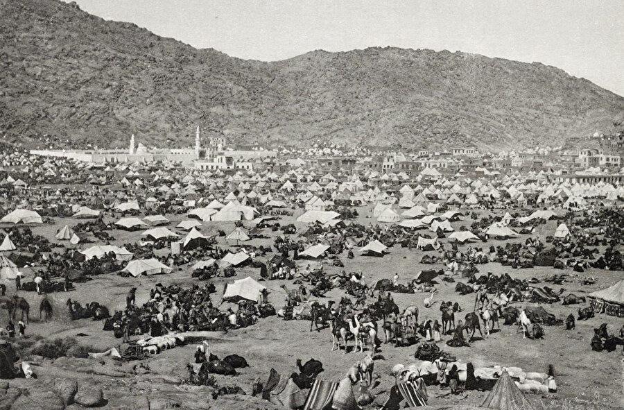 1889 yılında, Mina'da hacıların çadırları.