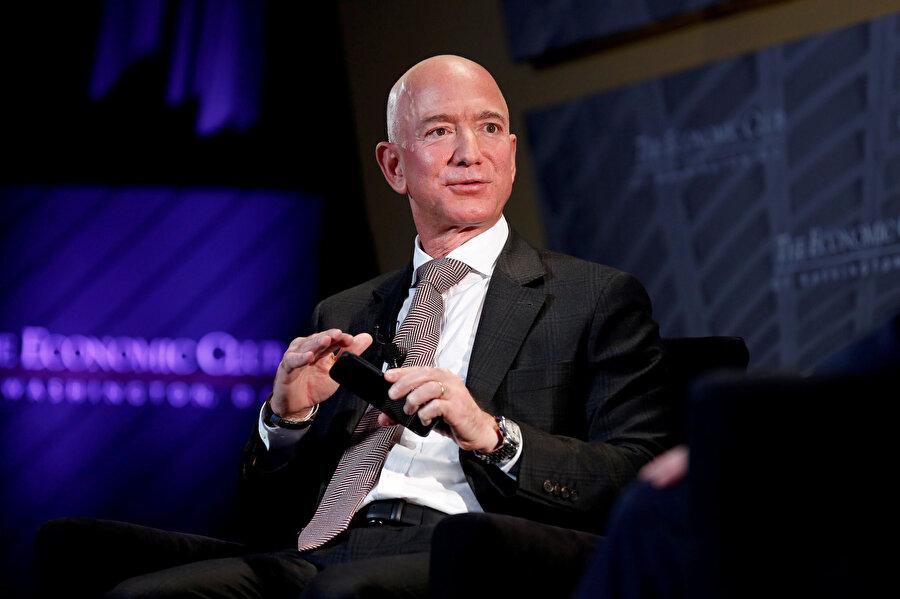 Amazon'un da sahibi olan Washington Post gazetesi patronu Jeff Bezos.