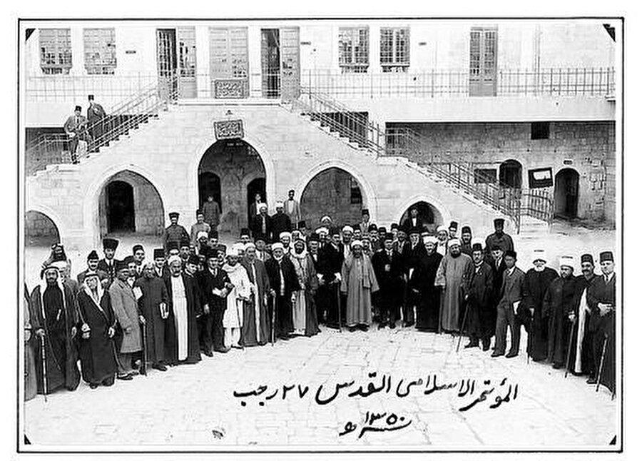 Kudüs'te toplanan Genel İslâm Kongresi katılımcıları toplu halde.