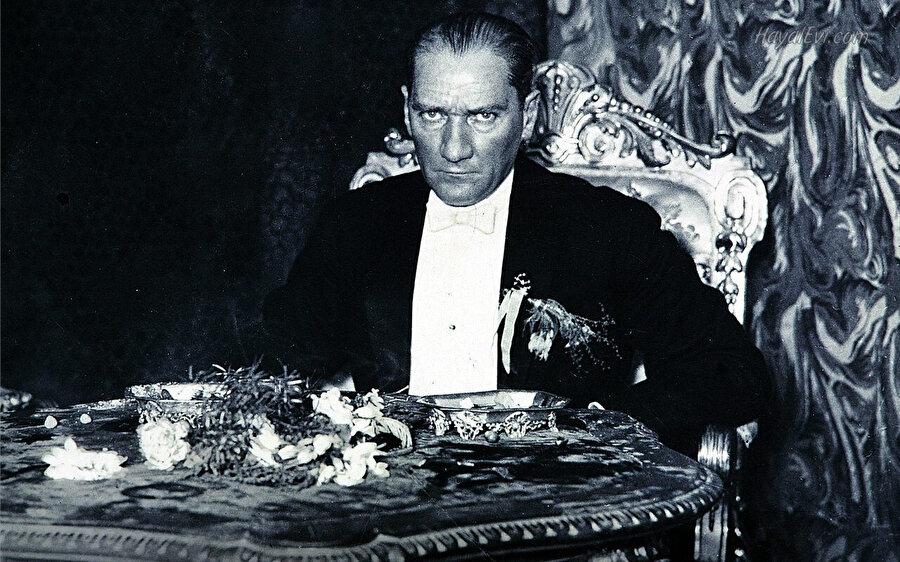 Mustafa Kemal Atatürk.