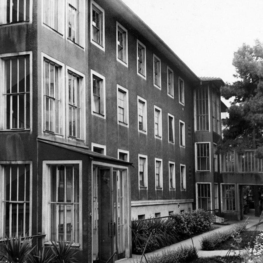 Amiral Bristol Hemşirelik Okulu Binası (1943).