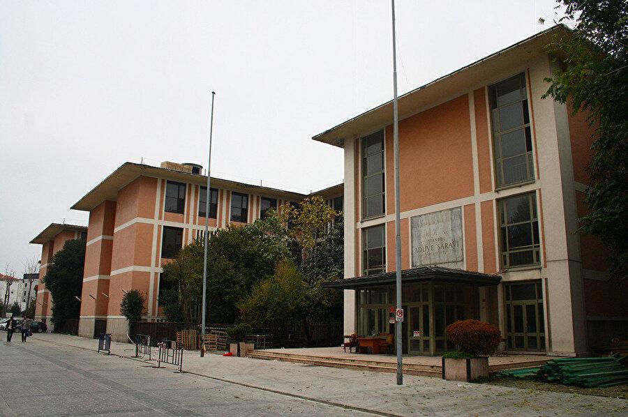 İstanbul Adliye Sarayı (1948), günümüzde İstanbul Valiliği İl Millî Eğitim Müdürlüğü olarak kullanılıyor.