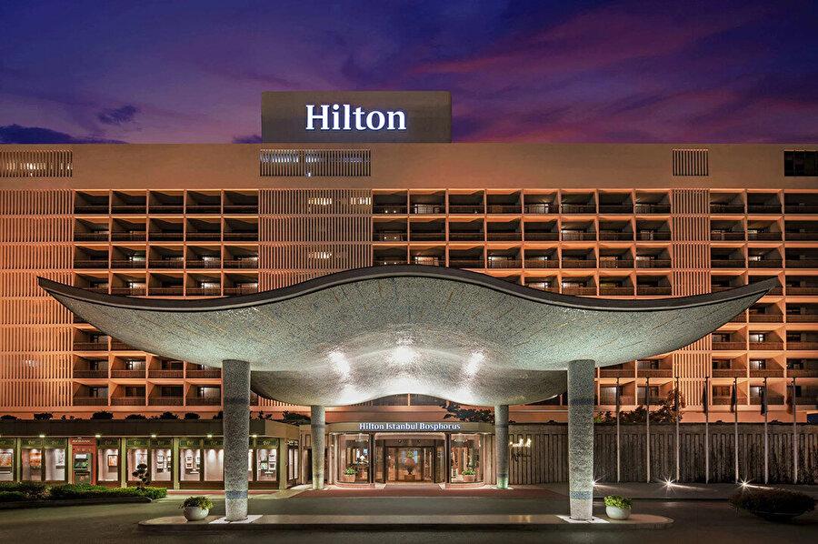 Hilton Oteli (1951-55) ve 'uçan halı' giriş saçağı.