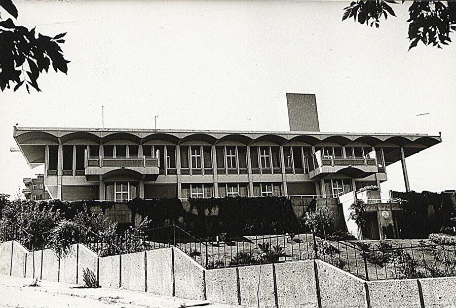 Pakistan Büyükelçiliği Konut Binası (1963-74) ön cephesi, SALT Arşiv.
