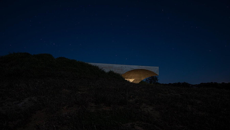Gece vakti yeryüzündeki ev.
