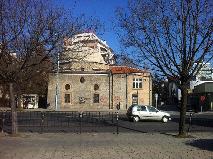 Günümüzde alkollü restoran olarak kullanılan Taşköprü Camii.