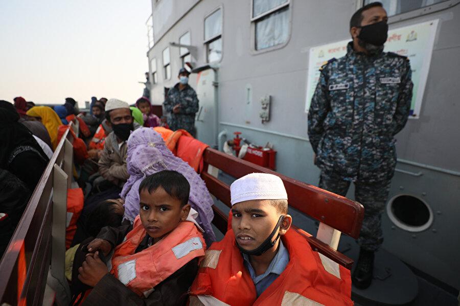 Arakanlı Müslüman mülteciler Cox's Bazar'daki kamplardan Bhasan Char adasına taşınıyor.