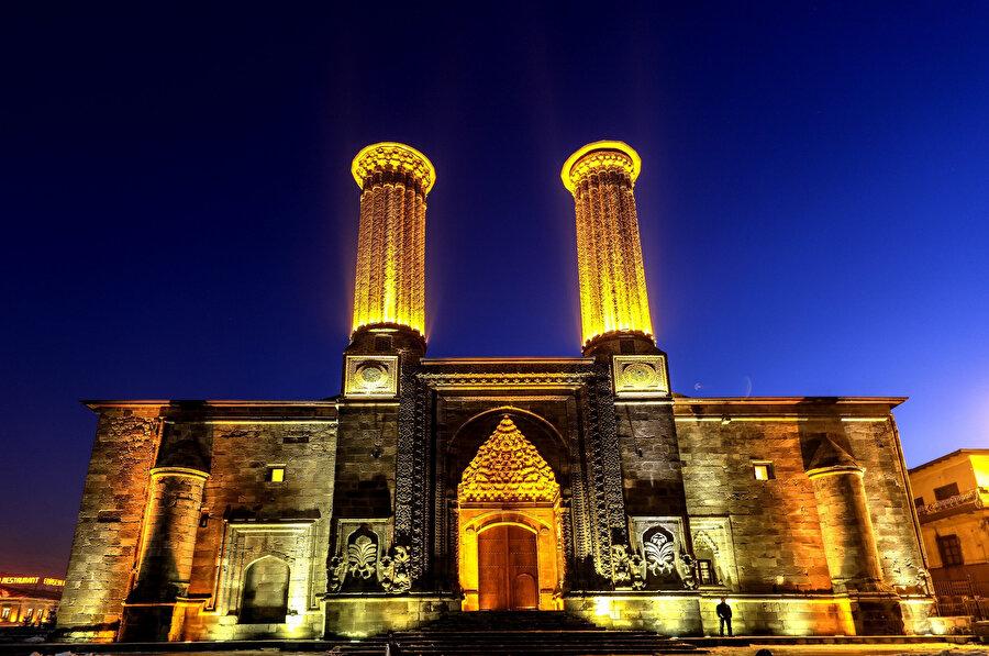 Çifte Minareli Medrese.
