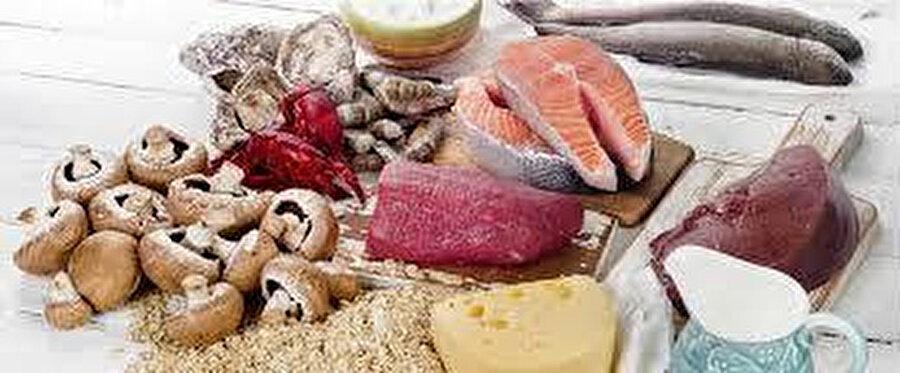 B2 vitamini her gıdada bulunmaz. Bu nedenle B2 olan gıdaların mutlaka yenilip-içilmesi gerekir.