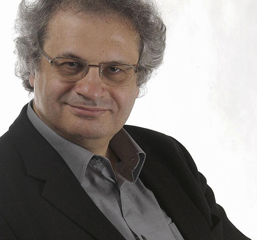Maluf, Fransızcanın en önemli kurumsal temsilcilerinden Fransız Akademisi'nin üyelerinden de biridir.
