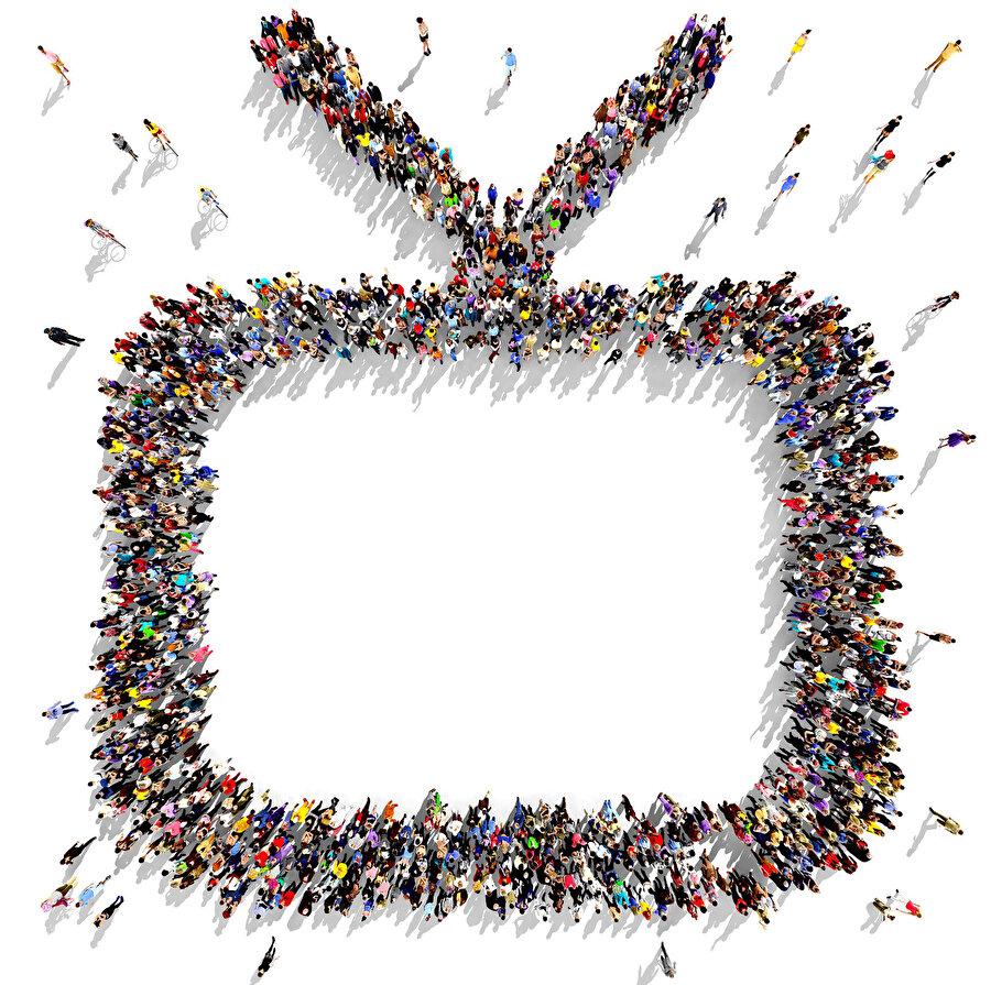 Televizyonun ana işlevi program ayırt etmeksizin seyirciyi olayın içine dâhil ederek hissetmesini sağlamaktır.