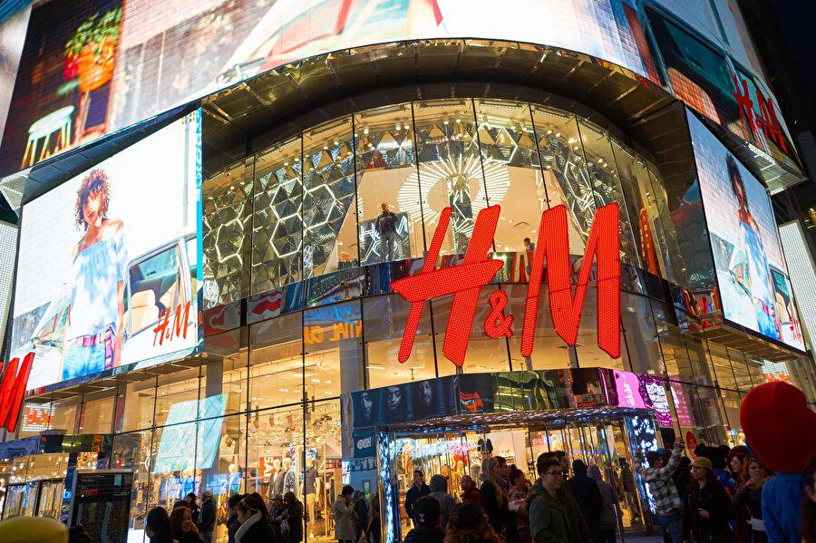 """H&M, etnik azınlıkların """"zorunlu çalıştırılması"""" nedeniyle Çin'in Sincan Uygur Özerk Bölgesi'nden pamuk tedarik etmeyeceğini duyurmuştu."""