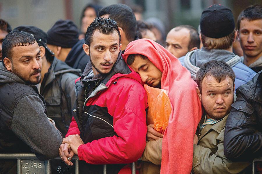 Esasında mültecilerin konakladığı bütün yerler bir kamp gibidir.