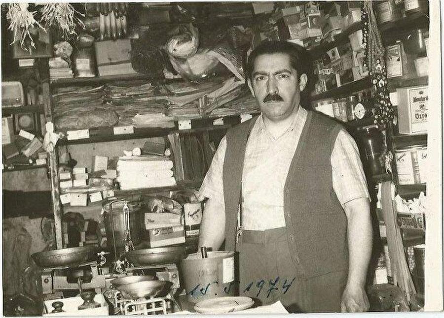 Attar Dükkanı'nda Mustafa Düzgünman.