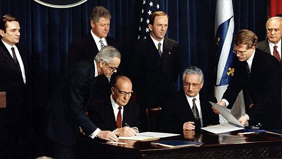 """21 Kasım 1995'te ABD'de imzalanan """"Dayton Anlaşması"""" Mostar'ı Bosna-Hersek Federasyonu'nun yönetimine bıraktı."""