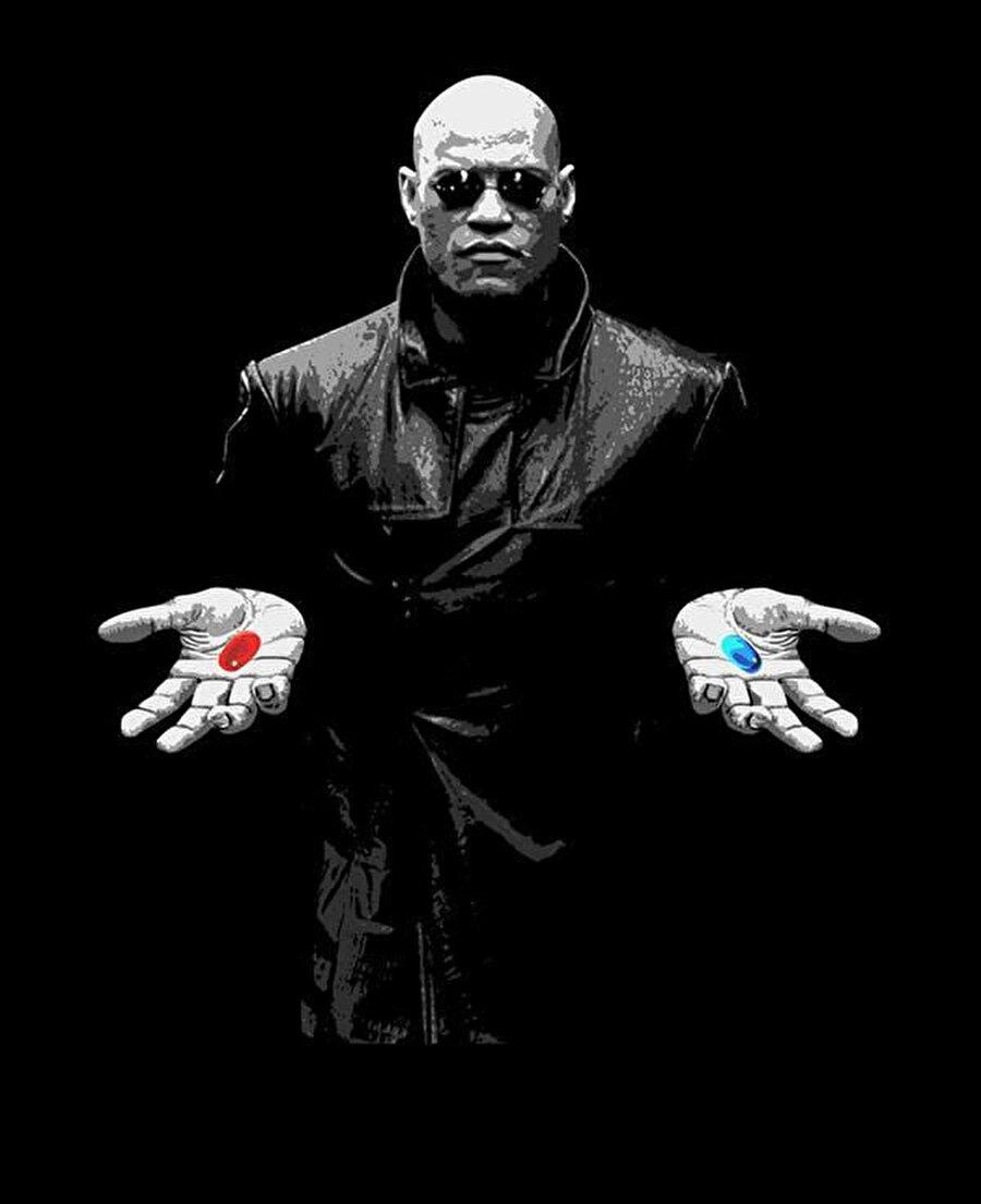 Aslında Morpheus'un Neo'ya sunduğu iki hapta da morfin bulunmaktadır. Kırmızı ya da mavi hapı seçmek bir fark yaratmıyor.