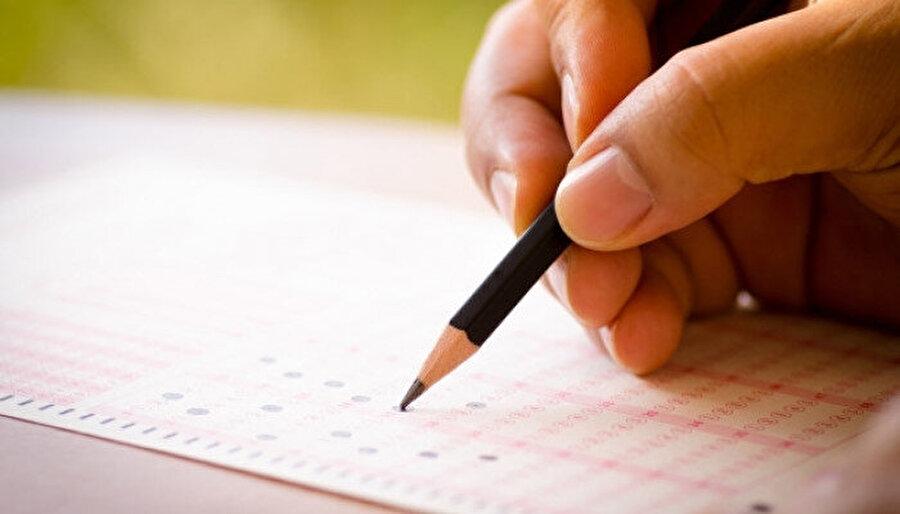 Askerdeyken de İngilizce çalışmaya, sınavlara girmeye devam ettim.