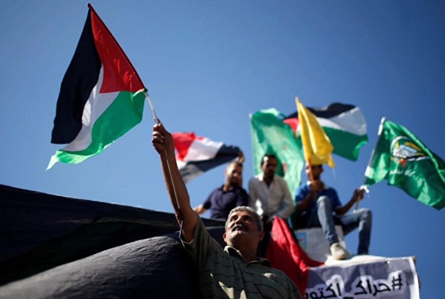Dolayısıyla seçim kararı Filistinli grupların elini hem uluslararası toplum karşısında güçlendirecek hem de kendi halkı karşısında rahatlatacaktır.