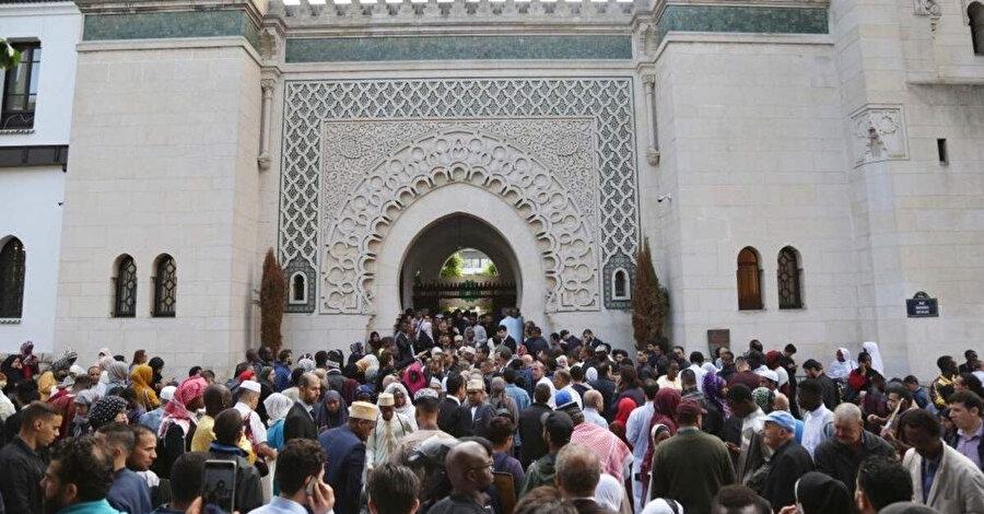 Ülkedeki 89 caminin devlet tarafından izlendiği ifade ediliyor.
