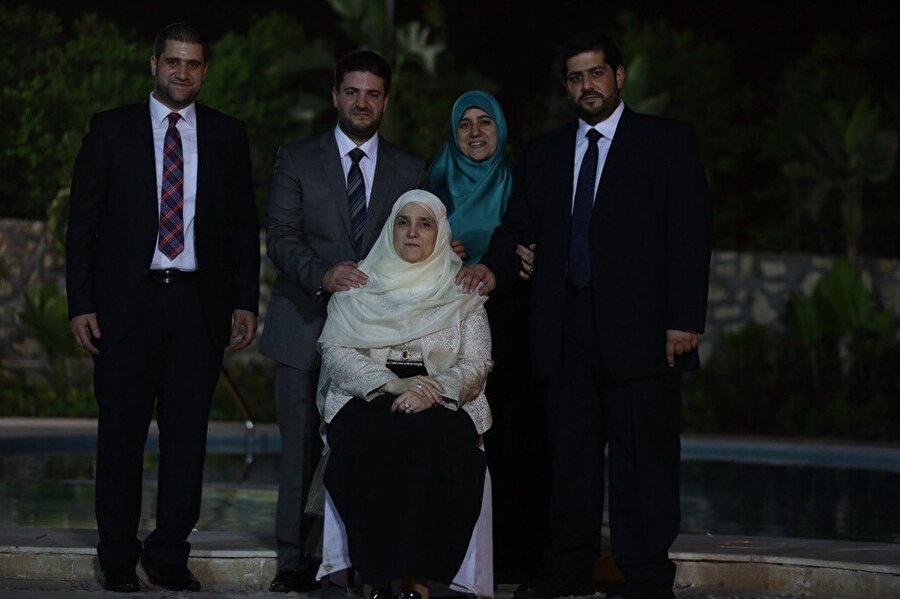 Muhammed Mursi'nin ailesi; eşi Neclâ Mahmûd ve çocukları Ömer, Usâme, Şeyma ve Ahmed.