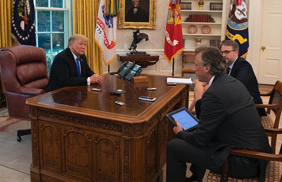 Soda veya diyet kola butonu, Trump döneminde telefonun tam yanında duruyordu