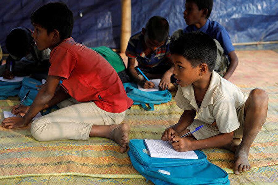Yardım programlarında kullanılan araçların yoğunluğundan dolayı birçok öğrenci okula gitmeyi bıraktı.