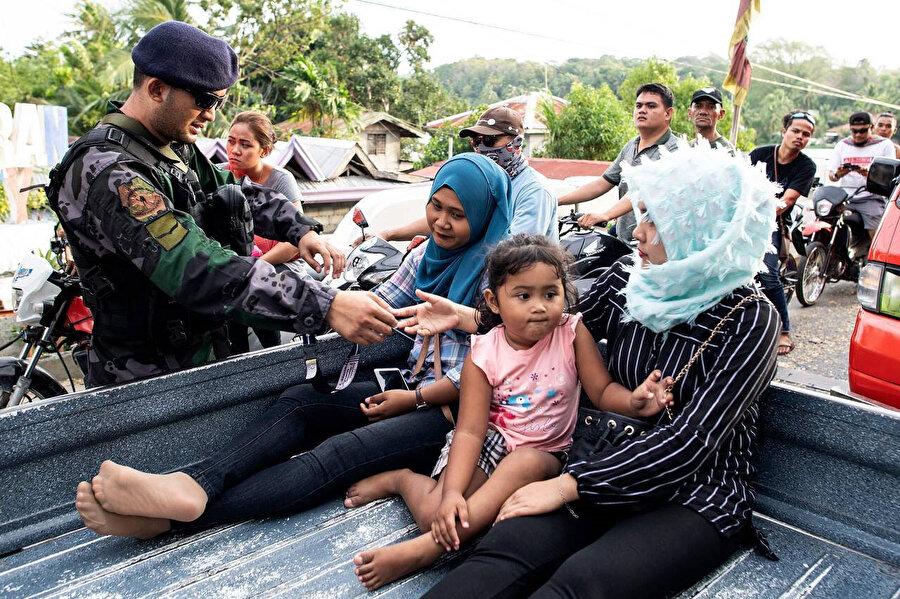 Mindanao adasında yaşayan Müslümanlar.