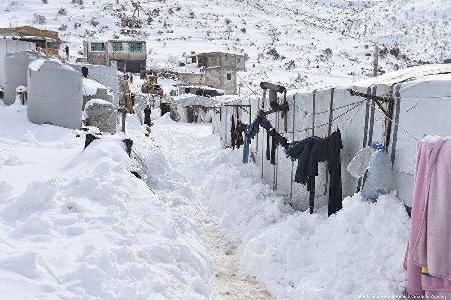 Soğuk nedeniyle geçen yıllarda onlarca çocuğun hayatını kaybettiği Arsal mülteci kampı.