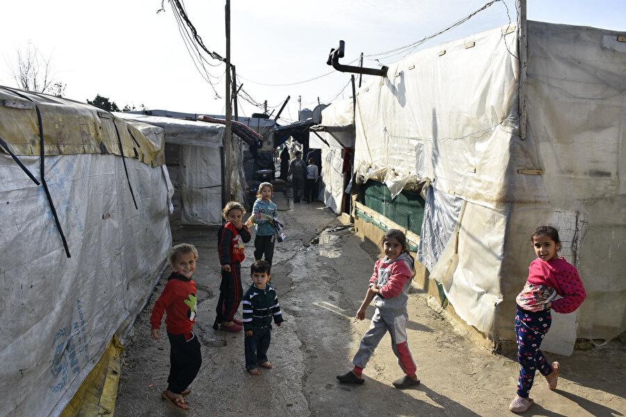 Lübnan'daki kamplarda 10 Suriyeli aileden 9'unun aşırı yoksulluk içinde yaşıyor.
