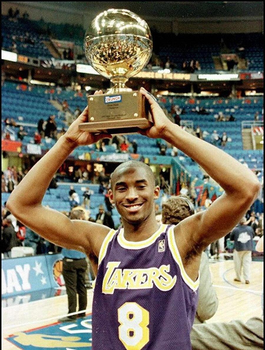 18 yaşında NBA'de forma giydi