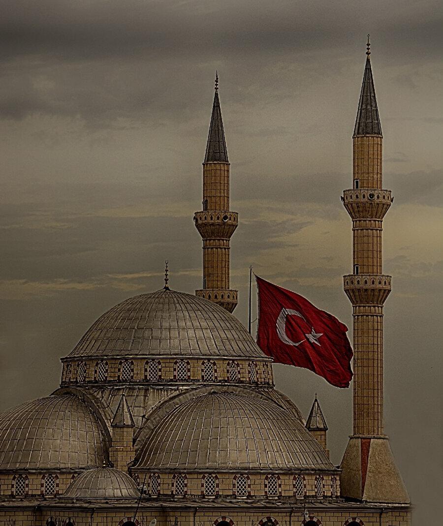 """Orada ilginç bir cümle var: """"Ne zamandan beri Türk'sün?"""" Cevap: """"Kâlu belâdan beri."""" Burada dikkat edelim, """"Türk"""" diyerek bir ırkı değil, İslâm'ı kastediyorlar."""