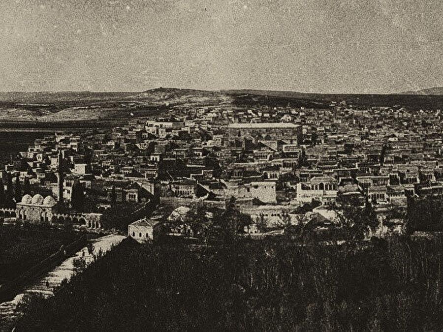 1. Dünya Savaşı'ndan sonra Urfa'yı işgal eden İngilizler halkı baskı altına almış ama bir eğlenceden ibaret görüp sıra gecelerinin yapılmasına mani olmamış.