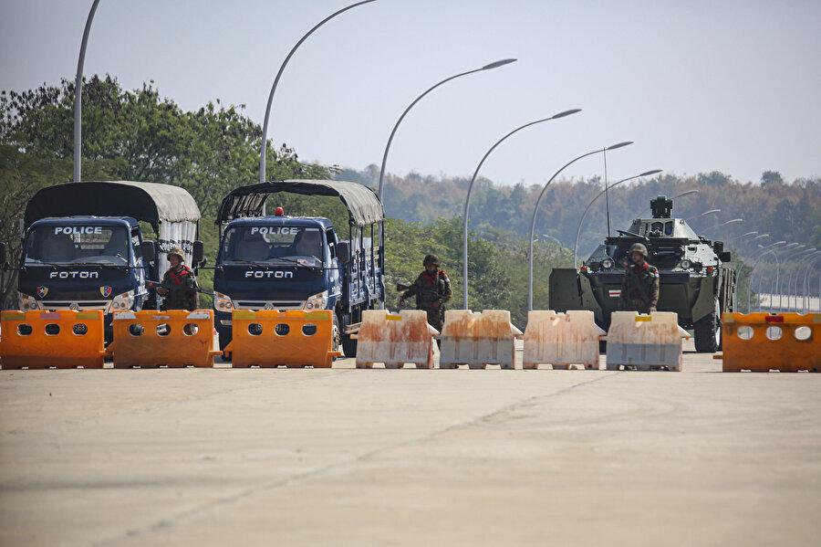 Myanmar ordusu, yönetime el koyduğunu ve 1 yıl boyunca ülkeyi yöneteceğini açıkladı.