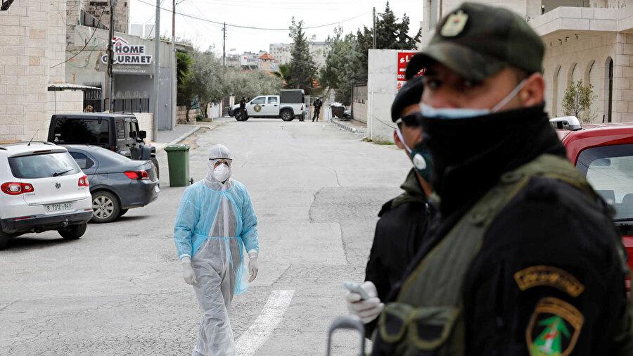 İşgal altındaki Batı Şeria'da koronavirüs tedbirleri.