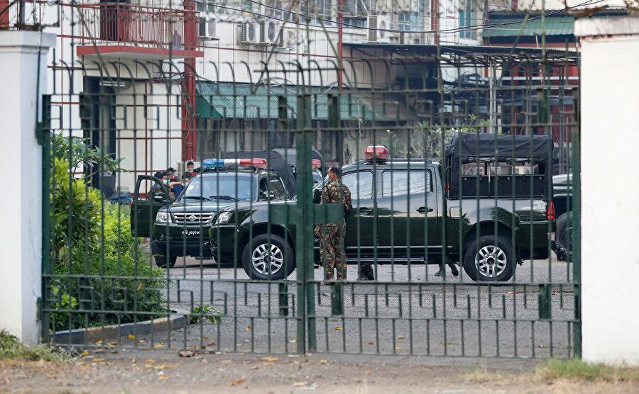 Myanmar'da iktidar partisi, halktan ordunun yönetime el koymasına karşı çıkmasını istedi